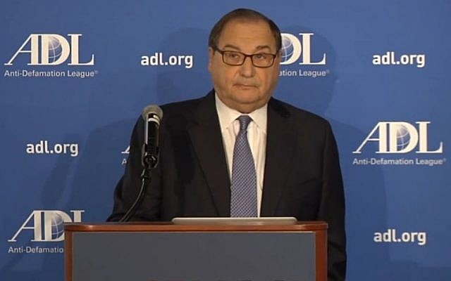 The ADL's National Director Abraham Foxman presents a poll on global anti-Semitism, May 13, 2014 (ADL screenshot)