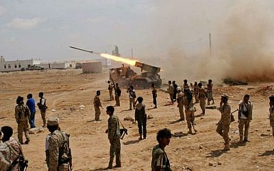 Yemeni army soldiers fire rockets at mountainous positions of al-Qaeda militants at the town of Meyfaa, in the southern province of Shabwa, Yemen, Sunday, May 4, 2014 (photo credit: AP Photo/Yemen's Defense Ministry)