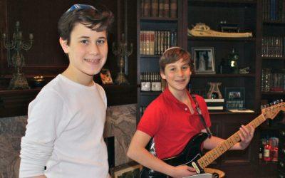 Sam Goldberg, left, and Joshua Levine jam together to help Leket Israel. (Courtesy of Alyssa Goldberg/JTA)