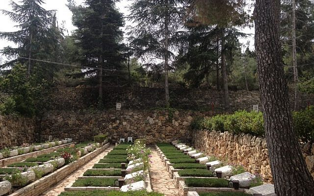 Uniform graves, regardless of rank or distinction, at Mount Herzl (Photo credit: Mitch Ginsburg/ Times of Israel)