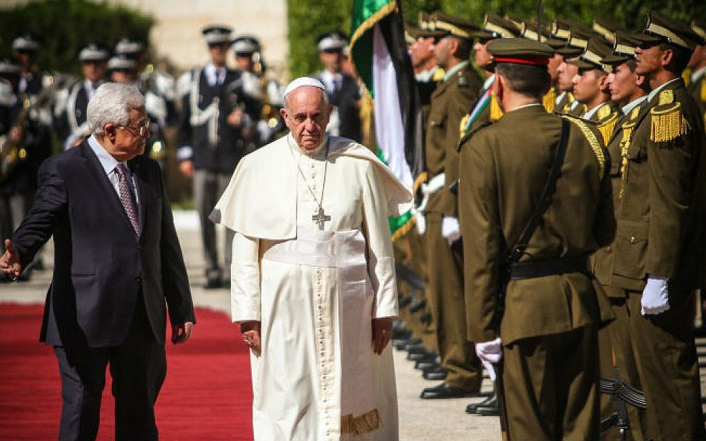 Pope Francis is welcomed by Palestinian President Mahmoud Abbas in the West Bank city of Bethlehem on May 25, 2014 (photo credit: Atta Jaber/Flash90)