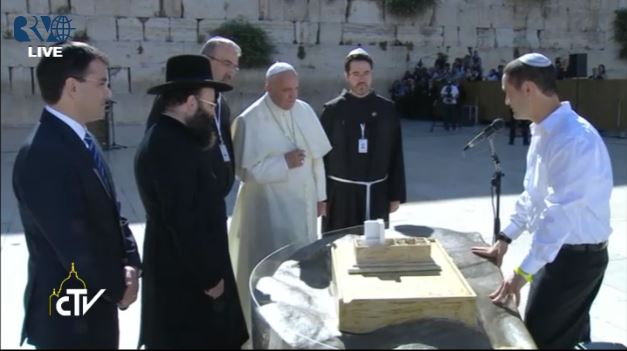 The pope getting a historical briefing of the Western Wall. (screen capture: Vatican TV)