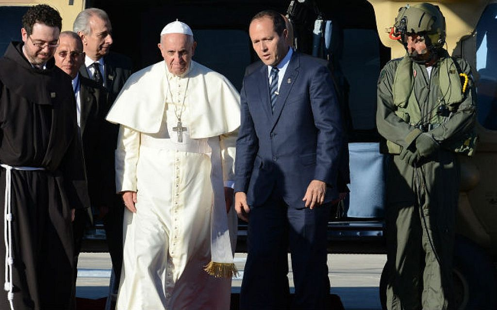 Pope Francis  seen with Jerusalem Mayor Nir Barkat after landing on Mount Scopus in Jerusalem, May 25, 2014, (photo credit: Kobi Gideon/GPO/Flash90)