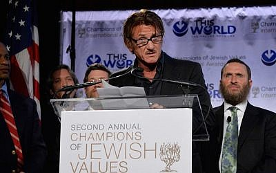 Actor Sean Penn accepting the Champion of Jewish Justice Award at the World Jewish Values Network's gala dinner in New York City, May 18, 2014 (photo credit: Ben Gabbe/Getty Images/JTA)