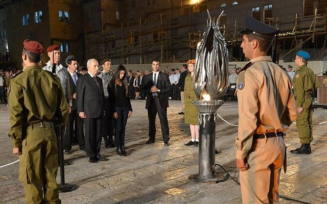 The annual Memorial Day candle lighting ceremony at the Western Wall. May 4, 2014. (photo credit: 