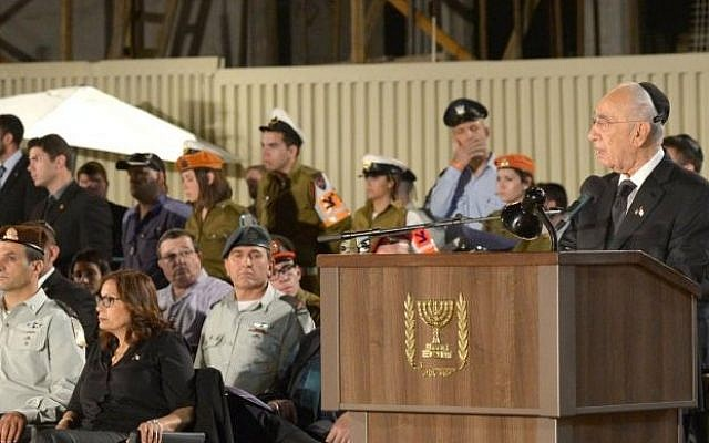 President Shimon Peres speaks at the annual Memorial Day ceremony at the Western Wall. May 4, 2014 (photo credit: Courtesy/President's Residence)