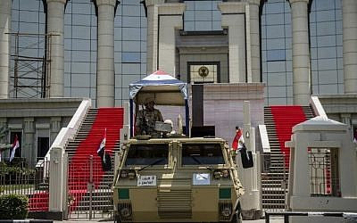 Egyptian troops stand guard outside the high constitutional court in the capital Cairo on June 7, 2014 one day before the swearing in ceremony of president elected and ex-army chief Abdel Fattah al-Sissi. (photo credit: Khaled Desouki/AFP)