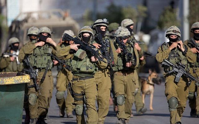 Israeli soldiers from a special army unit take part in a search operation for three Israeli teenagers on June 17, 2014 in the West Bank town of Hebron. (photo credit: AFP/MENAHEM KAHANA)