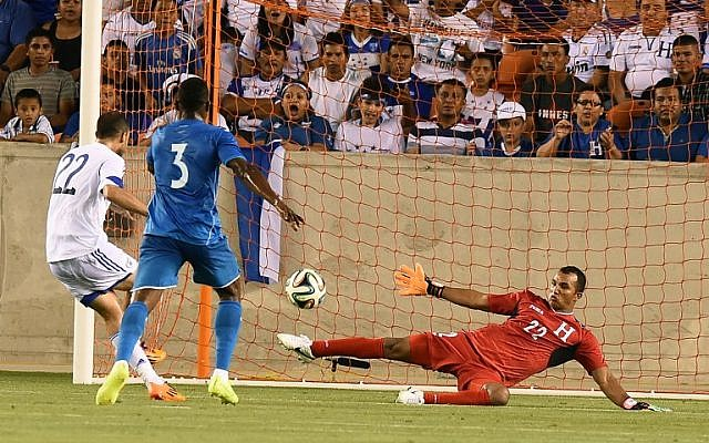 Israel's Omar Damari (L) kicks the ball past Honduras goalkeeper Donis Izaguirre Escober (R) during their World Cup preparation match at the BBVA Compass Stadium in Houston, Texas, on June 1, 2014 (photo credit: AFP/Jewel Samad)