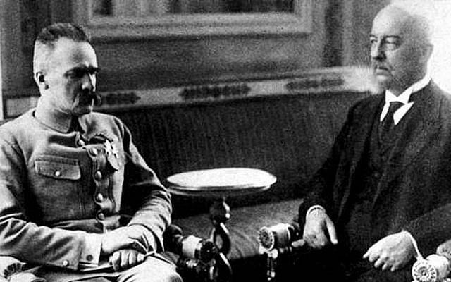 Jozef Piłsudski (left) and Gabriel Narutowicz (right), circa 1922 (photo credit: Wikimedia Commons public domain)