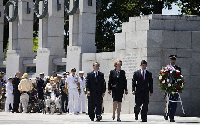US Naval Academy History Professor Craig Symonds, left, Susan Eisennhower, granddaughter of former President and D-Day Supreme Allied Commander Dwight D. Eisenhower, center, and Elliott Roosevelt III, great-grandson of former President Franklin D. Roosevelt, lay a wreath during a ceremony to mark the 70th anniversary of the D-Day landings, Friday, June 6, 2014, at the World War II Memorial in Washington. (AP Photo/Evan Vucci)