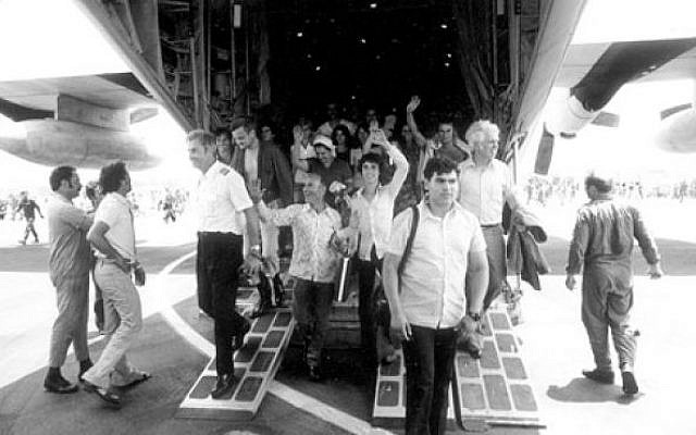 Entebbe hostages come home, July 4, 1976. (IDF archives)