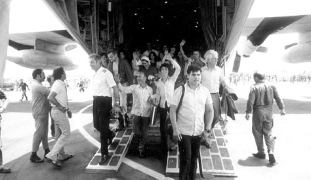 Entebbe hostages come home photo credit: IDF archives)