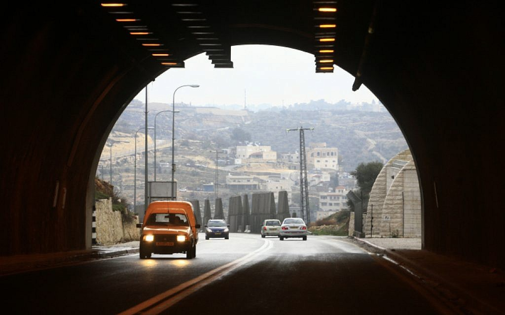 The entrance to the tunnel along the road from Jerusalem to the Gush Etzion settlement bloc, February 22, 2009 (Nati Shohat/Flash90)