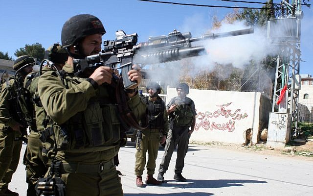 Illustrative photo of IDF soldiers near teh West Bnak city of Bethlehem. (Najeh Hashlamoun/Flash90)