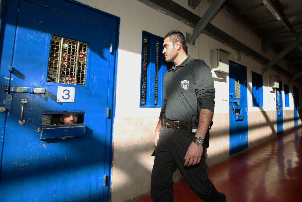 Shemale prison gaurd