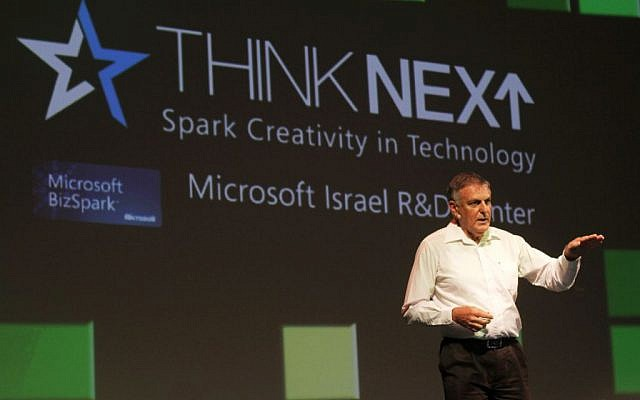 Prof. Dan Shechtman speaks at Microsoft's annual High-Tech convention, Nov, 2012. (Photo credit: Dror Garti/Flash90)
