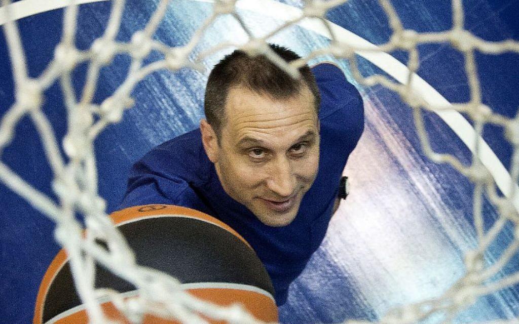 Portrait of head coach of Maccabi Tel Aviv basketball team, David Blatt, April 08, 2013. (Moshe Shai/FLASH90)