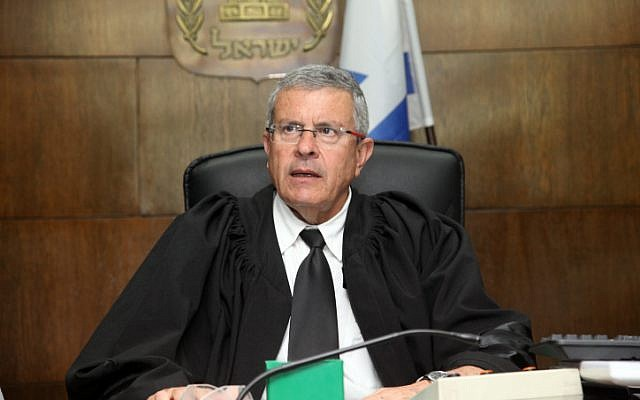 Judge David Rozen seen in the courtroom of the District Court in Tel Aviv during the sentencing hearings in the Holyland trial on April 29, 2014. (photo credit: Gideon Markowicz/POOL/Flash90)