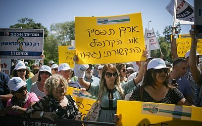 Workers from Channel 1 protest outside the FInance Ministry in Jerusalem on June 2, 2014. (photo credit: Flash90)