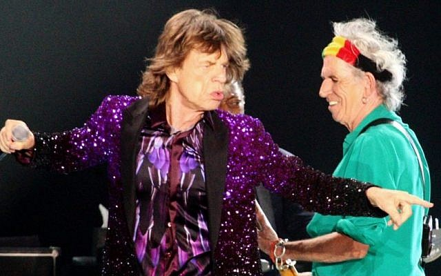 Mick Jagger (L) and Keith Richards (R), on stage during the Rolling Stones concert in Tel Aviv, Israel, on June 4, 2014. (Photo credit: Flash 90)
