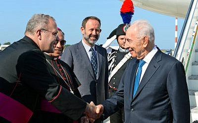 President Shimon Peres landed in Rome, Italy, to visit the Vatican on Sunday, June 8, 2014. (photo credit: Haim Zach/GPO/Flash90)
