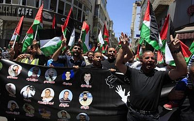 Palestinians demonstrate in support of 125 Palestinian prisoners detained in Israeli jails, Ramallah, June 9, 2014 (photo credit: Issam Rimawi/Flash90)