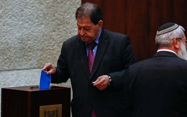 Former presidential candidate MK Binyamin Ben-Eliezer casts his vote in the Knesset during presidential elections, June 10, 2014 (Yonatan Sindel/FLASH90)