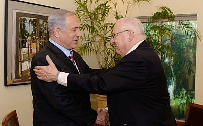 Prime Minister Benjamin Netanyahu embraces president-elect Reuven Rivlin during a meeting Wednesday, June 11, 2014 (photo credit: Kobi Gideon/GPO/Flash90)