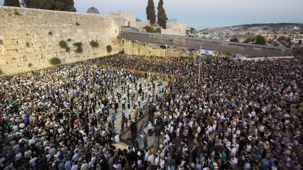 Thousands gather for a mass prayer for the release of three kidnapped Jewish teenagers, at
