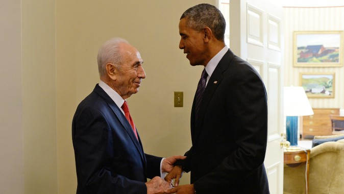 President Shimon Peres meets with US President Barack Obama at the White House on June 25, 2014. (Photo by Kobi Gideon/GPO/FLASH90)