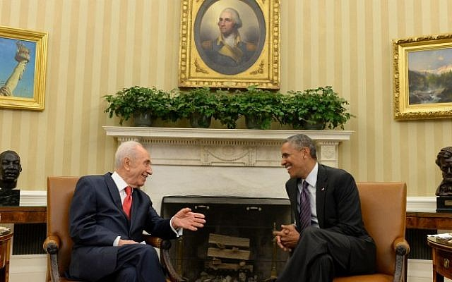 President Shimon Peres meets with US President Barack Obama, at the White House in Washington DC, on June 25, 2014. (Photo credit: Kobi Gideon /GPO/FLASH90)