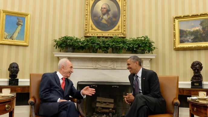 President Shimon Peres meets with US President Barack Obama, at the White House in Washington DC, on June 25, 2014. (Photo credit: Kobi Gideon /GPO/FLASH90)