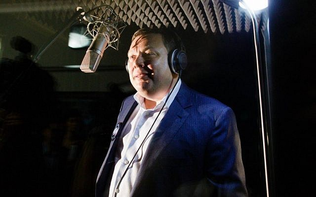 Mikhail Fridman singing at Musical Marathon 5775 in Moscow on June 24, 2014. (Photo courtesy Russian Jewish Congress)