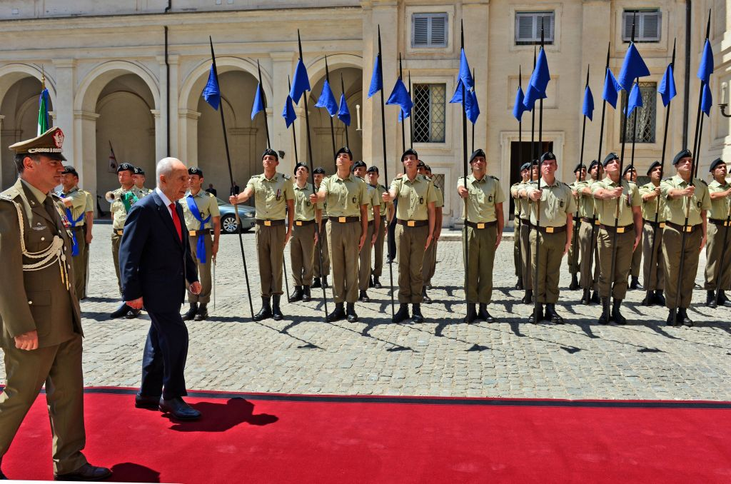Peres on the red carpet at the Quirinal Palace in Rome (photo credit: Haim Tzach/GPO)