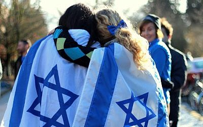 A November 2012 pro-Israel rally held in front of the Erb Memorial Union (student Union) at the University of Oregon. (courtesy of Oregon Hillel)