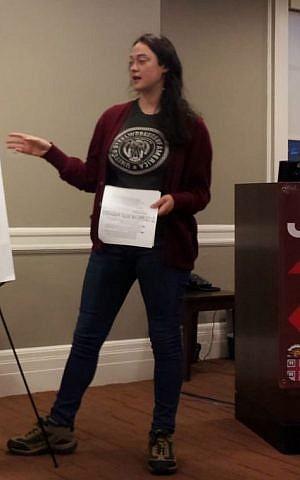 Joanna Kramer delivering a J Street U 101 Workshop (courtesy)