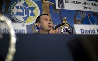 Former Maccabi Tel Aviv head coach David Blatt speaks in a news conference in Tel Aviv, Israel,Thursday, June 12, 2014 (photo credit: AP/Ariel Schalit)