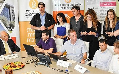 Professor Yuval Elovici (center, seated) and members of the BGU Cyber-Lab brief President Shimon Peres about new cyber-threats (Photo credit: Courtesy BGU)