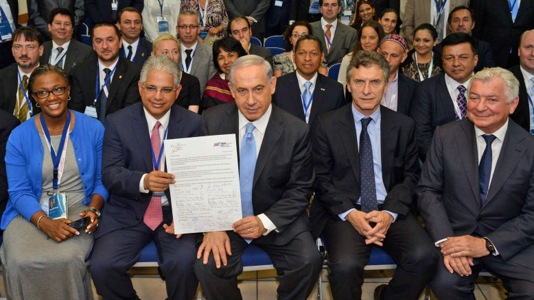 Illustrative: Israeli Prime Minister Benjamin Netanyahu meets with mayors from cities all over the world, at the 29th International Mayor Conference, on June 18, 2014 (photo credit: Haim Zach / GPO/Flash90)