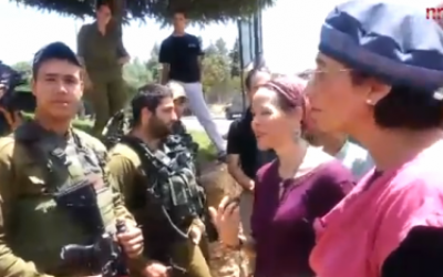 Bat-Galim Shaar (right) and Rachelle Fraenkel (second from right) speak with IDF soldiers June 29, 2014 (screen capture: NRG)