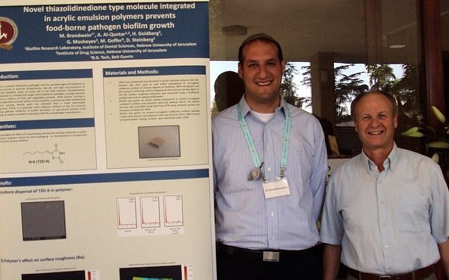 Graduate student and Kaye Innovation Award winner Michael Brandwein (L), and his mentor, Prof. Doron Steinberg from the Hebrew University's Biofilm Research Laboratory. (Photo credit: Hebrew University)