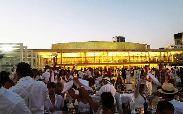 Diner En Blanc in Tel Aviv, June 25. (photo credit: Photo by Alexi Rosenfeld)