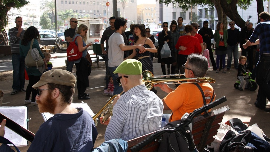Music on Rothschild Boulevard (photo credit: Shmuel Bar-Am)