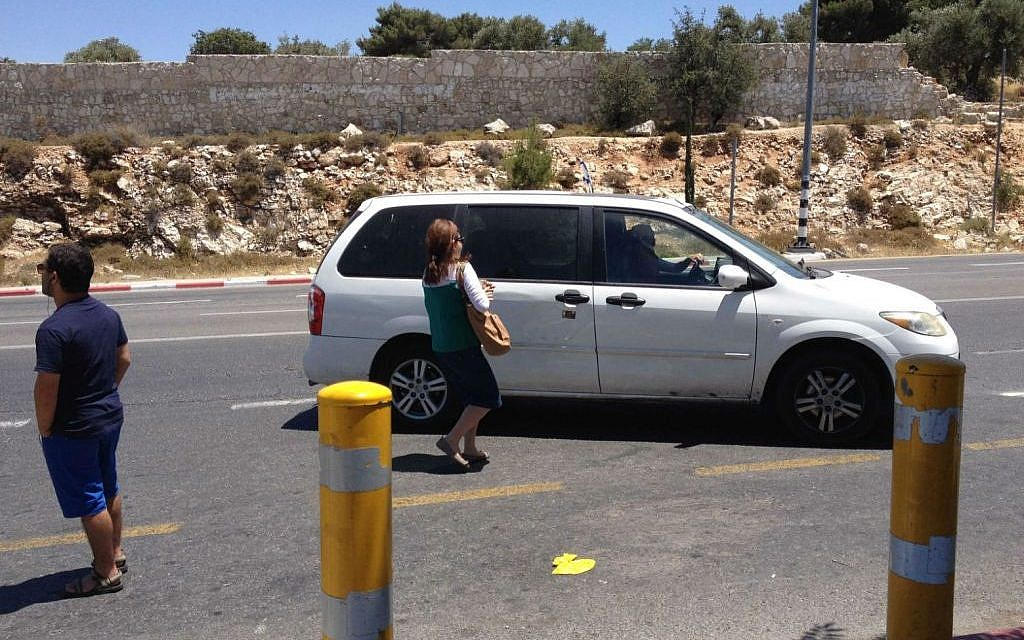 Hitchhikers By Side Of Road >> How Hitchhiking Became The Norm The Times Of Israel