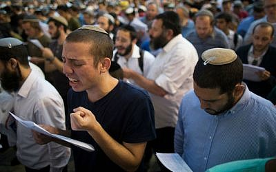 A mass prayer at the Western Wall in Jerusalem's Old City, Sunday, June 15, 2014 (photo credit: Yonatan Sindel/Flash90)