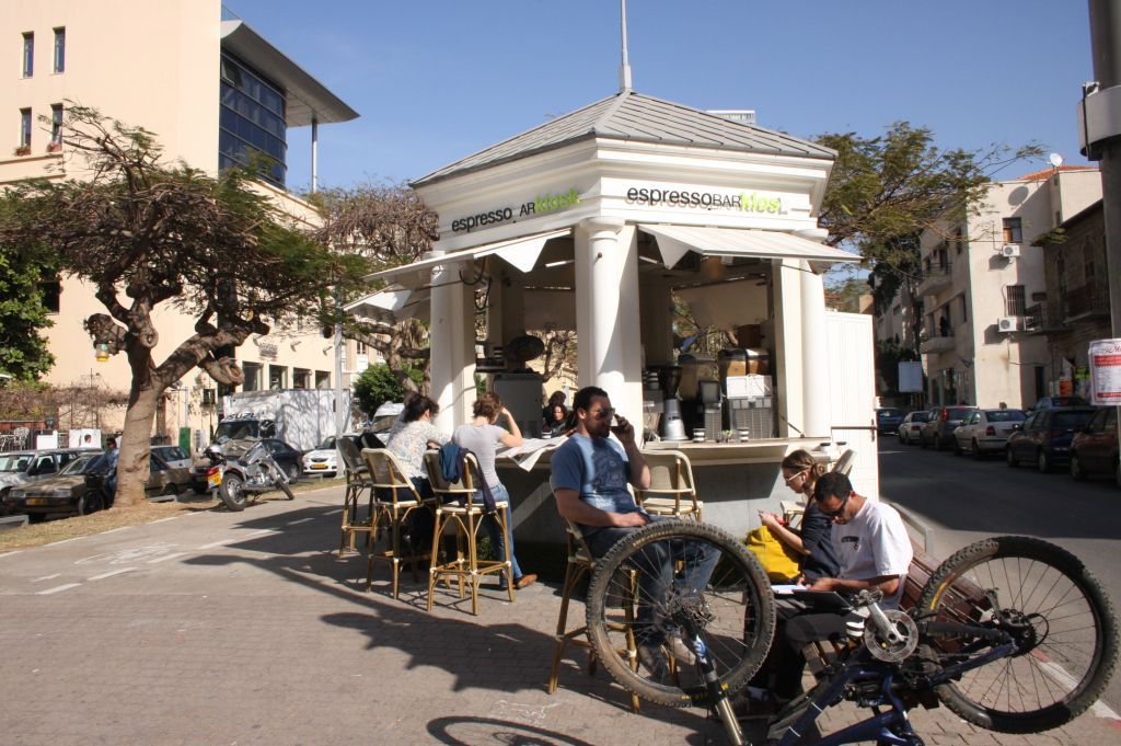 The kiosk, Rothschild Boulevard (Photo credit: Shmuel Bar-Am)