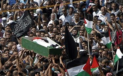 Relatives and friends of Muhammed Abu Khdeir, 16, carry his body to the mosque during his funeral in Shuafat in East Jerusalem on July 4, 2014 (Photo credit: Ahmad Gharabli/AFP)