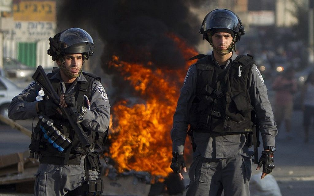 Israeli riot police in Nazareth, on July 21, 2014. (photo credit: AFP/AHMAD GHARABLI)