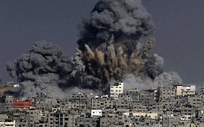 Heavy smoke billows following an Israeli military strike on Gaza City, on July 29, 2014. (AFP/Ashraf Amra)